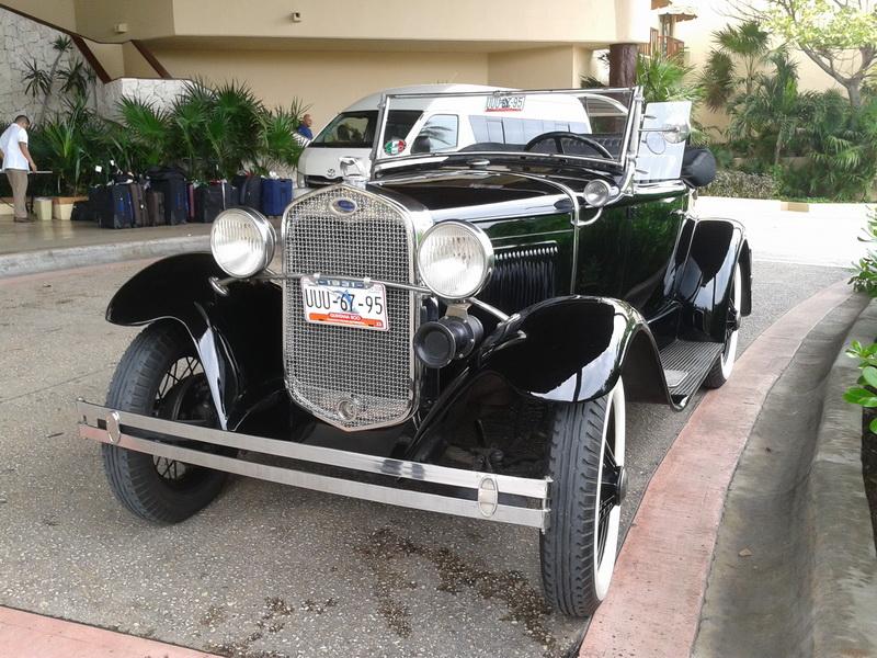 Vintage cars Cancun